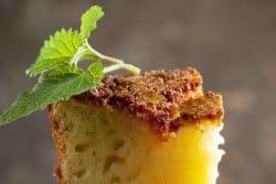 Le petit gâteau sucré de charlottes aux amandes