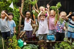 Initiez les enfants au jardinage