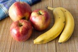 Des pommes pour faire murir les bananes !